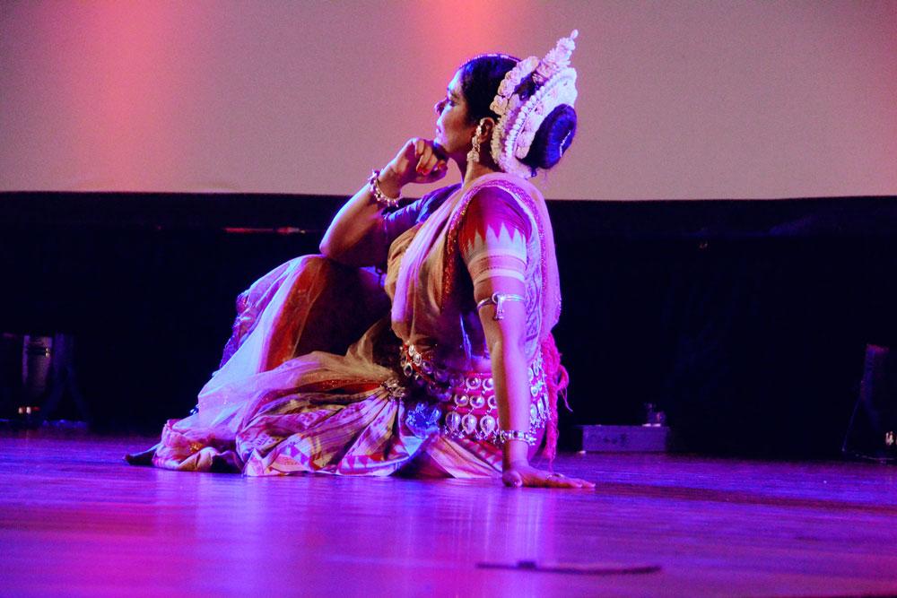 Gunjan-Dance-in-Port-Vila-big-2