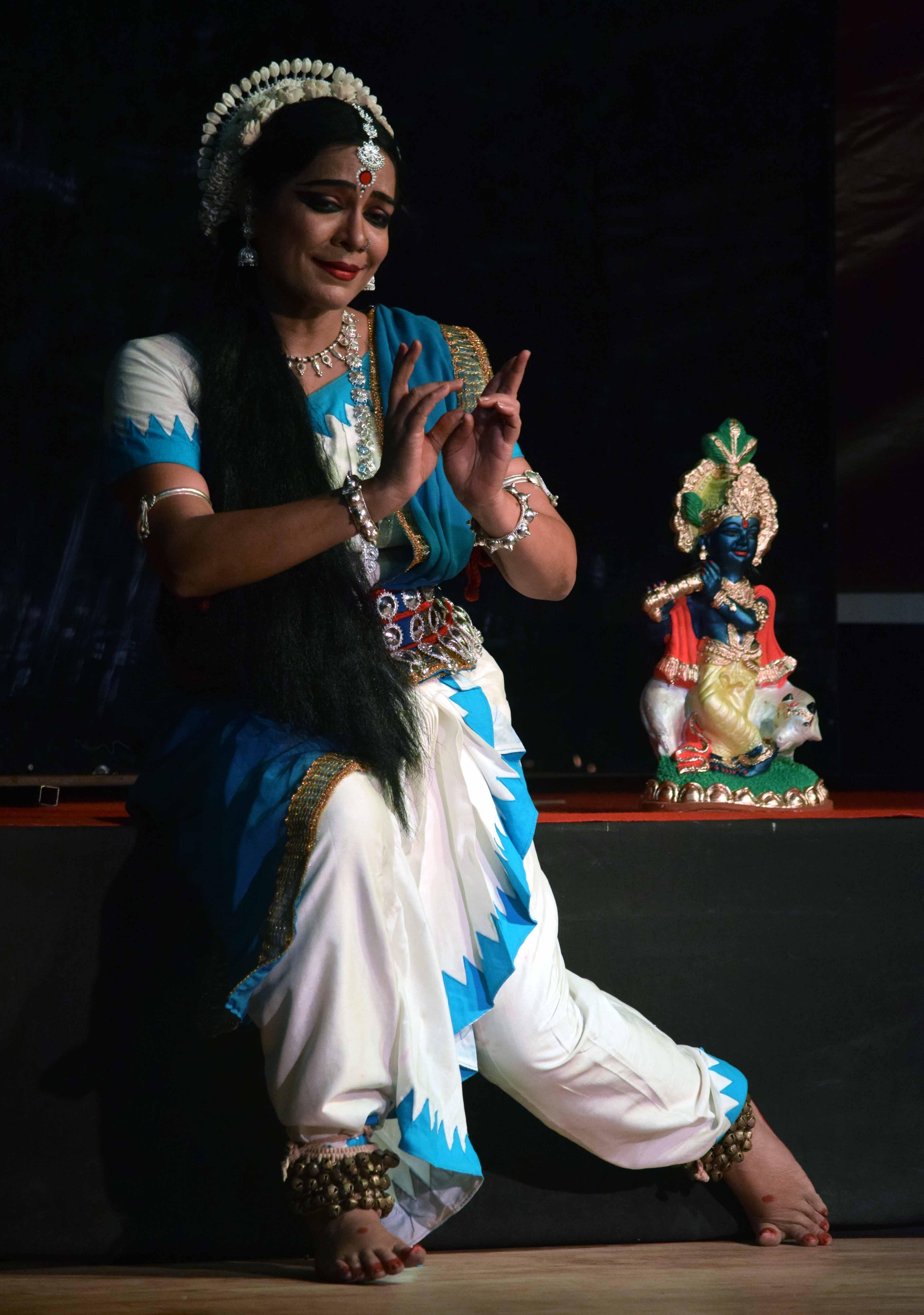 sarala bhawan tahare gunjan dance academy pakhya ru ''mira a divine love story nurtya   (9)
